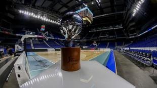 El trofeo de la Liga Endesa, en el WiZink Center, antes de una final.