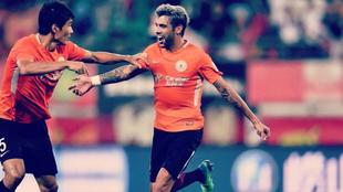 Augusto celebra un gol con el Beijing Renhe.