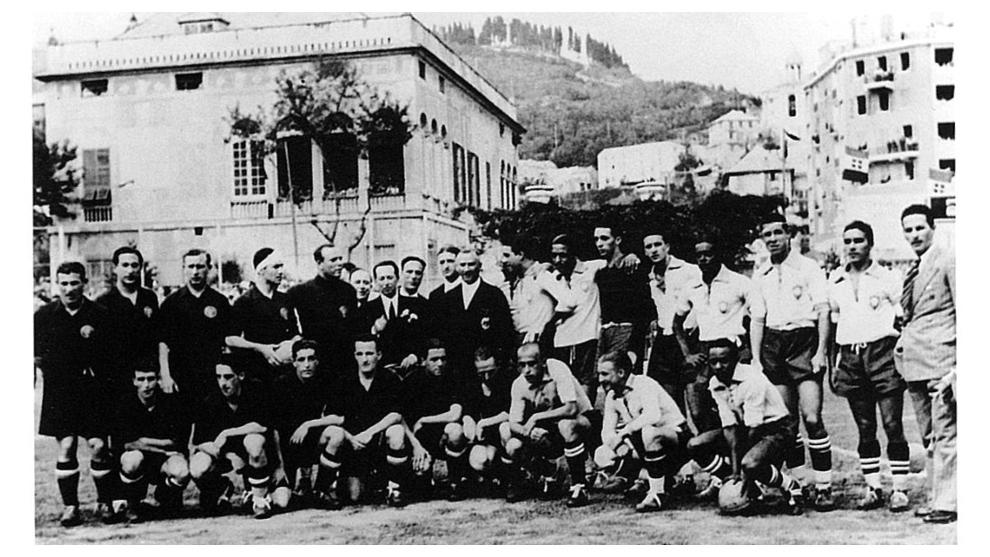 Las selecciones de España y Brasil, antes del partido de Génova del...