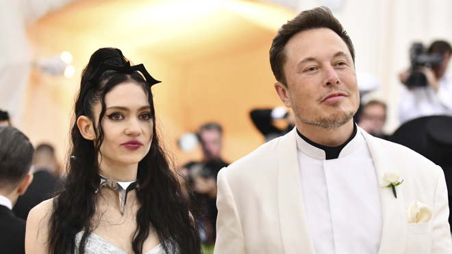 """Elon Musk y Grimes cambian el nombre a """"X Æ A-Xii""""."""