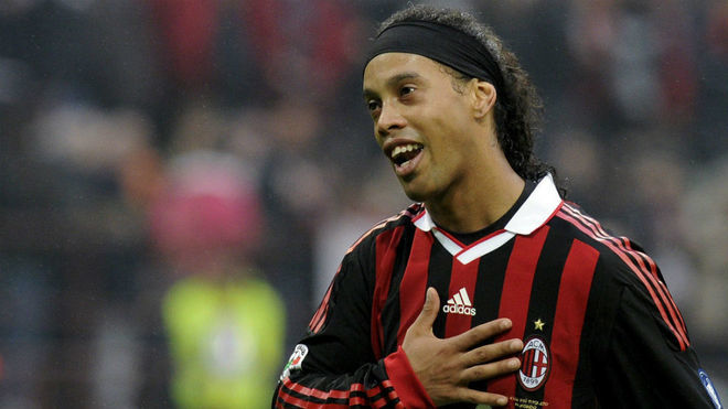 Ronaldinho to Alvarez: Please don't hit me anymore