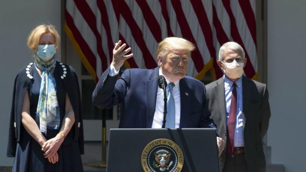Donald Trump, en rueda de prensa junto a sus asesores científicos. El...