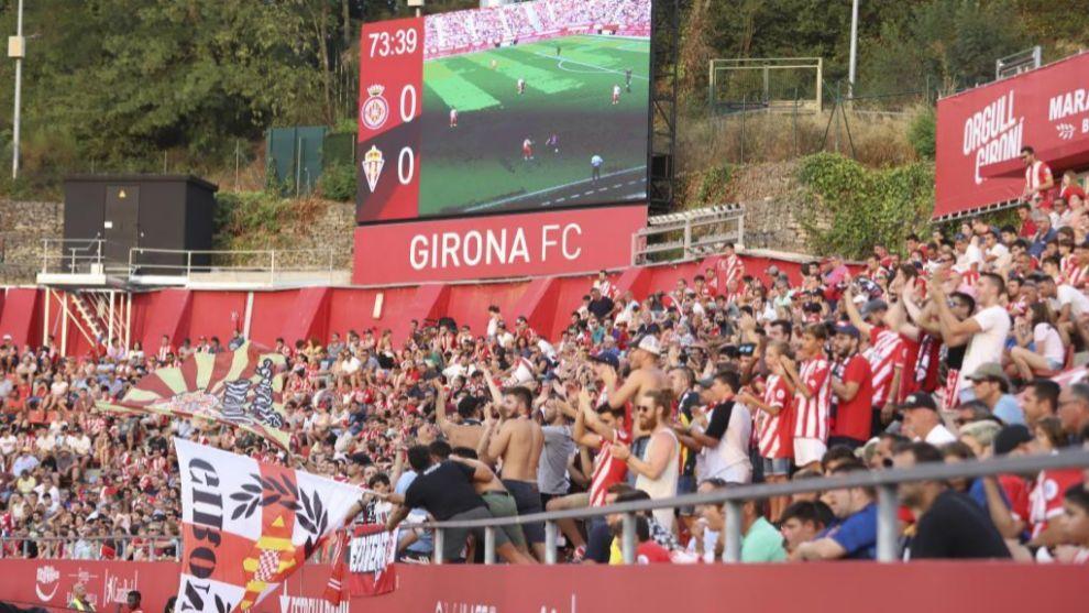 Aficionados del Girona en el partido ante el Sporting en Montilivi