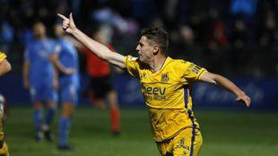 Óscar Arribas celebra su gol en el derbi ante el Fuenlabrada