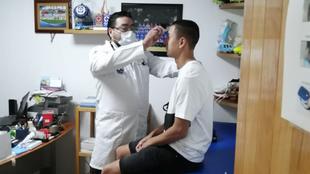 Roberto Alvarado durante las pruebas médicas
