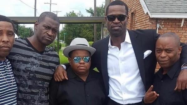 El fallecido George Floyd, segundo por la derecha, y Stephen Jackson,...