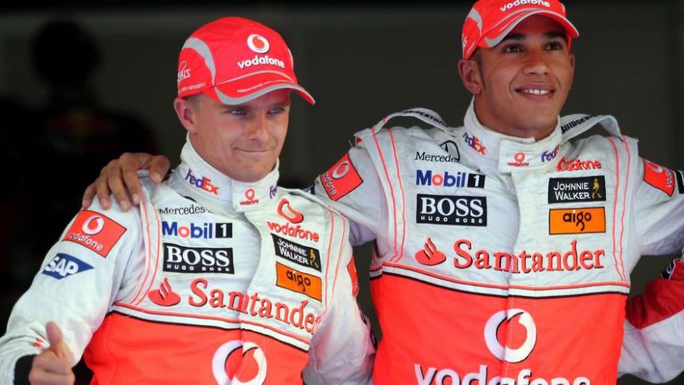 Kovalainen y Hamilton, durante un Gran Premio de 2008.