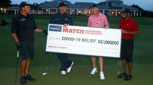 Mickelson, Brady, Manning y Tiger, con el cheque de 20.000 millones