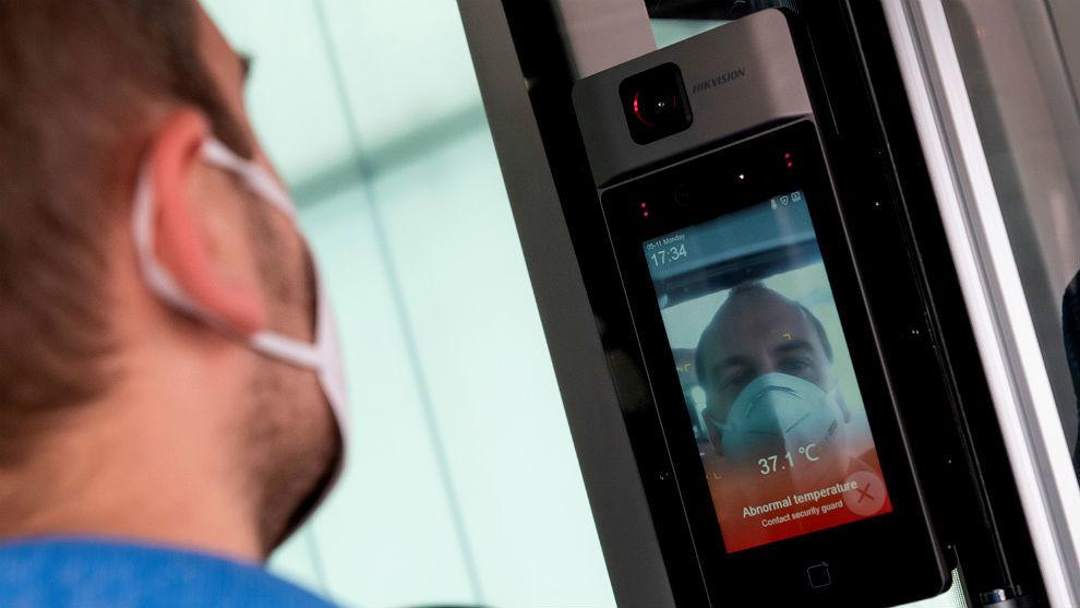 Control de acceso: mide la temperatura corporal y vigila si se lleva...