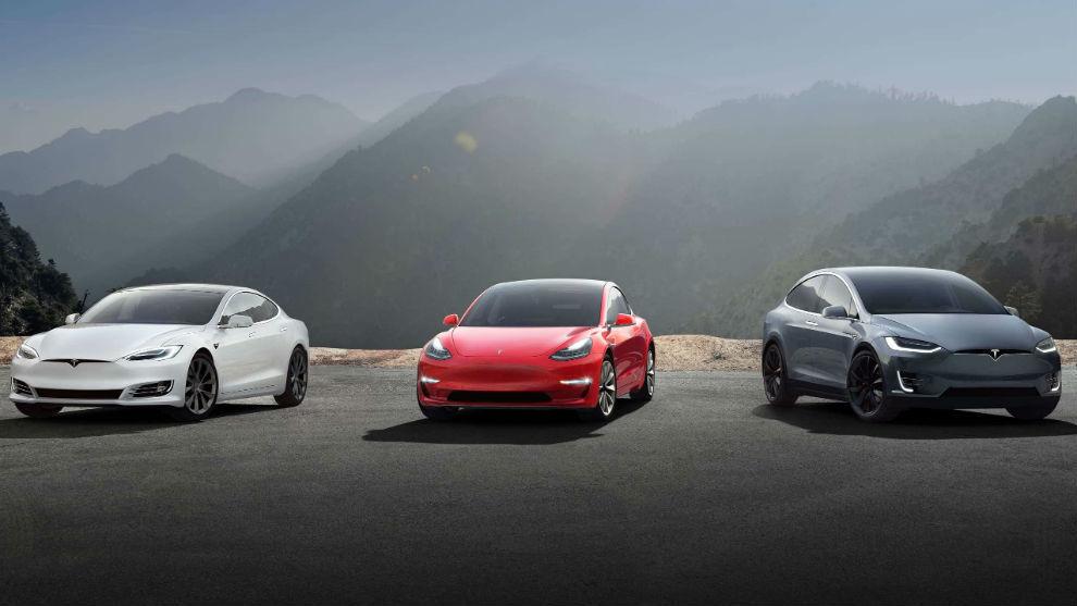 De izqda a dcha: un Model S, un Model 3 y un Model X.
