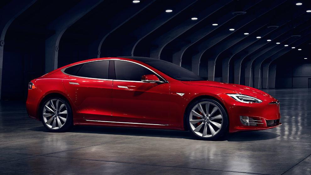 Un Tesla Model S, la berlina insignia de Tesla.