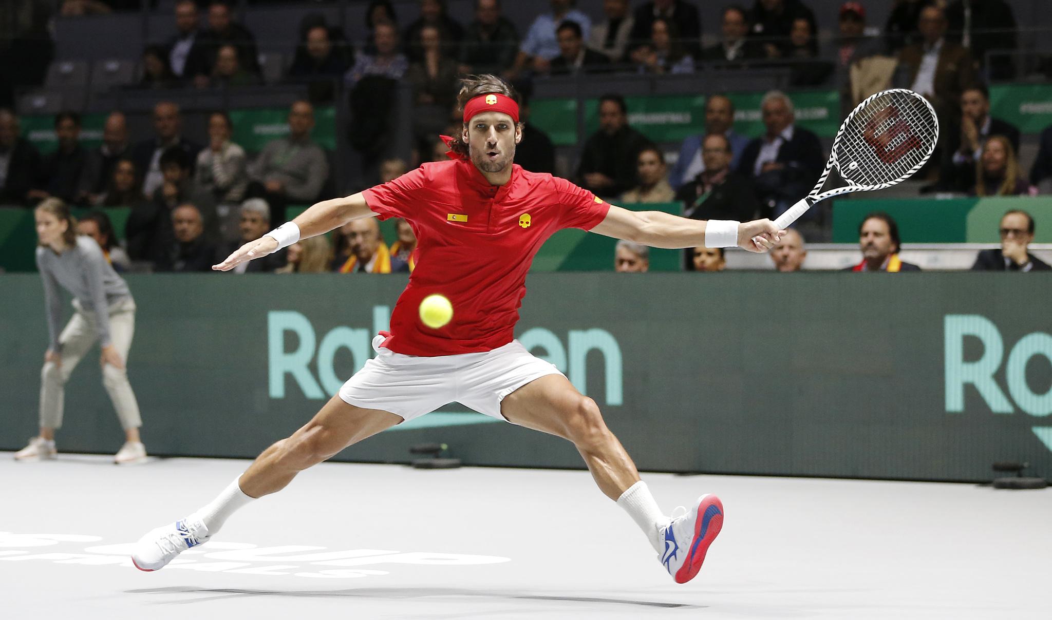 Feliciano Lopez jugando la Copa Davis 2019 con España.