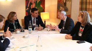 Pedro Sánchez, con el presidente de Renault-Nissan, Jean-Dominique...