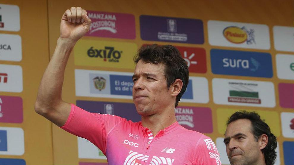 """Un recuperado Rigoberto Urán ya entrena fuera y 'desplaza' a Hugh Carthy al Giro: """"Mi objetivo es el Tour"""""""