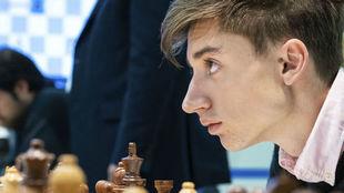 Dubov, durante una partida