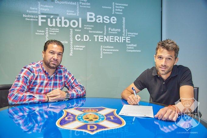 Aitor Sanz firma su renovación junto a Juan Carlos Cordero