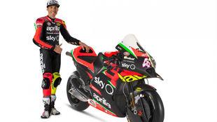 Aleix Espargaró con su Aprilia RS-GP de 2020.
