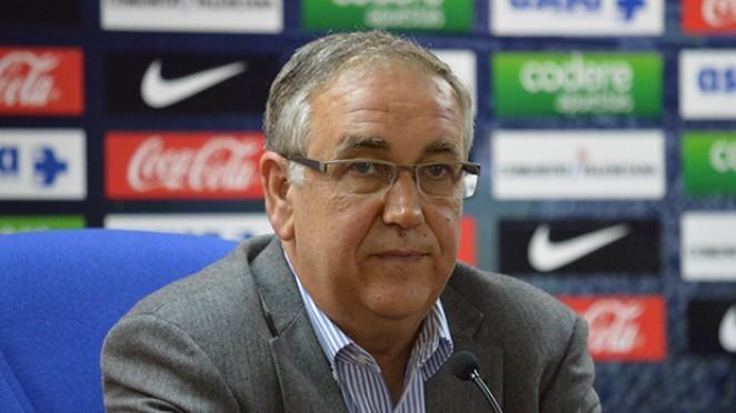 Quique Hernández presenta su dimisión a Enrique Ortiz como presidente del Hércules