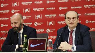 Monchi y José Castro, en una rueda de prensa.