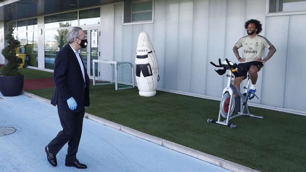 Marcelo charla con Florentino en la visita del presidente a...