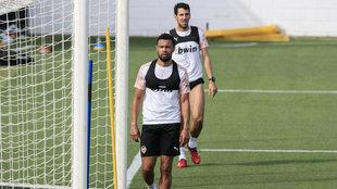 Parejo y Coquelin en una sesión conjunta del Valencia en la Ciudad...