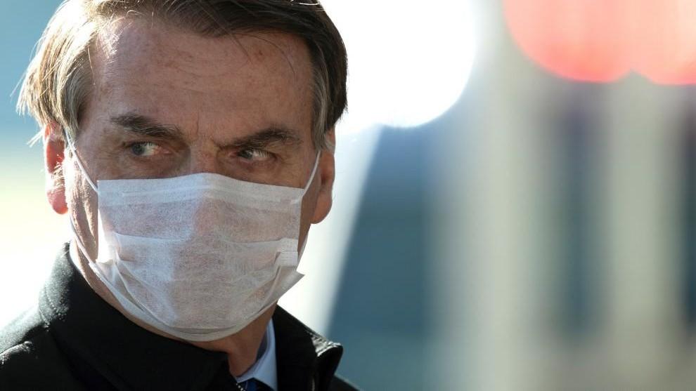Crece el rechazo a Bolsonaro en Brasil mientras el coronavirus se...