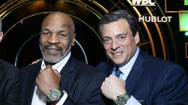 MIke Tyson junto a Mauricio Sulaiman, presidente del WBC.