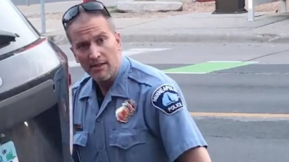Arrestado Derek Chauvin, el policía que asfixió a George Floyd con su rodilla