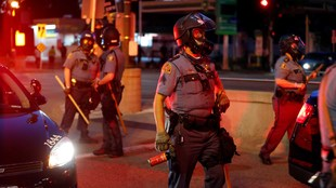 Policías tras las protestas por el asesinato de George Floyd