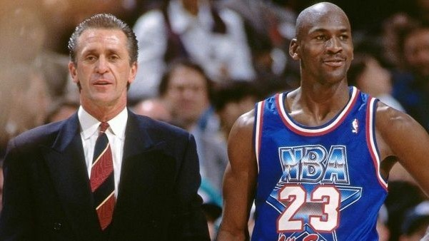 Pat Riley y Michael Jordan, durante un All Star.