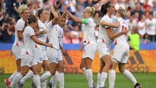 Las futbolistas inglesas celebran un gol en el pasado Mundial de...