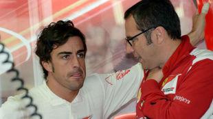 Domenicali y Alonso, durante un Gran Premio de 2012.