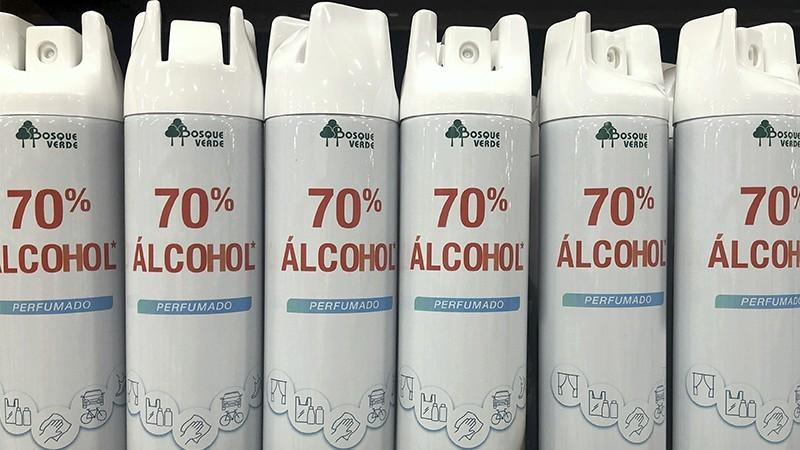 Botes del spray '70% Alcohol Perfumado'.