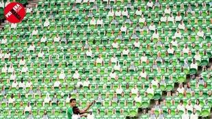 Imagen de un partido reciente disputado en Budapest con público de...