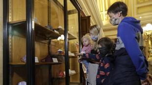 Exposición de cubrebocas en el Museo de Praga