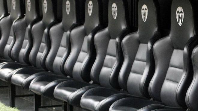 El banquillo del Valencia, el más eléctrico de la Liga con Lim, en frases