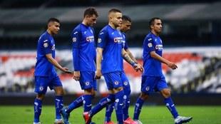 Jugadores de Cruz Azul en el Estadio Azteca.