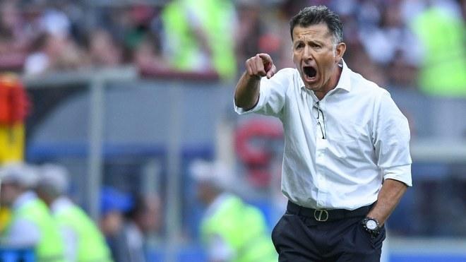 Osorio dirigiendo al Tri.