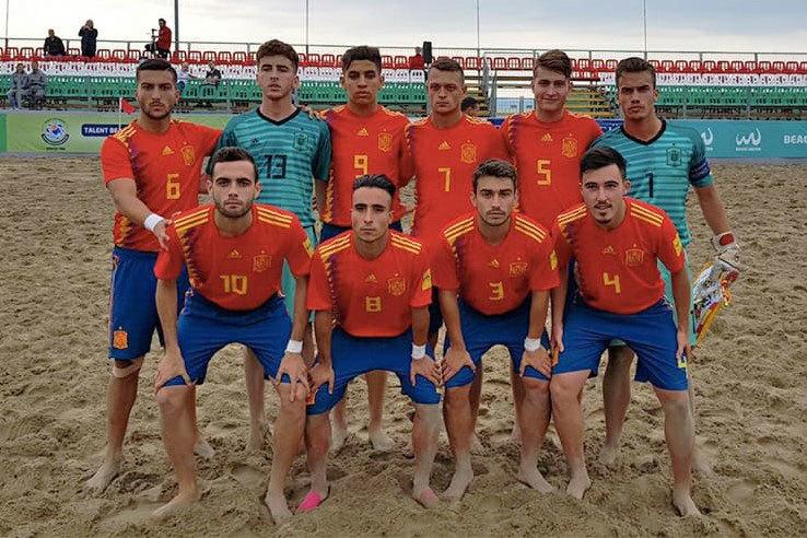 Mizzian, con la selección española sub 21 de fútbol playa