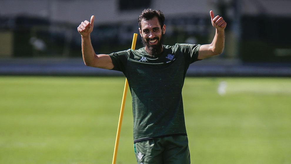 Borja Iglesias, en un entrenamiento