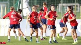 Las jugadoras de la selección española entrenando en Abegondo.