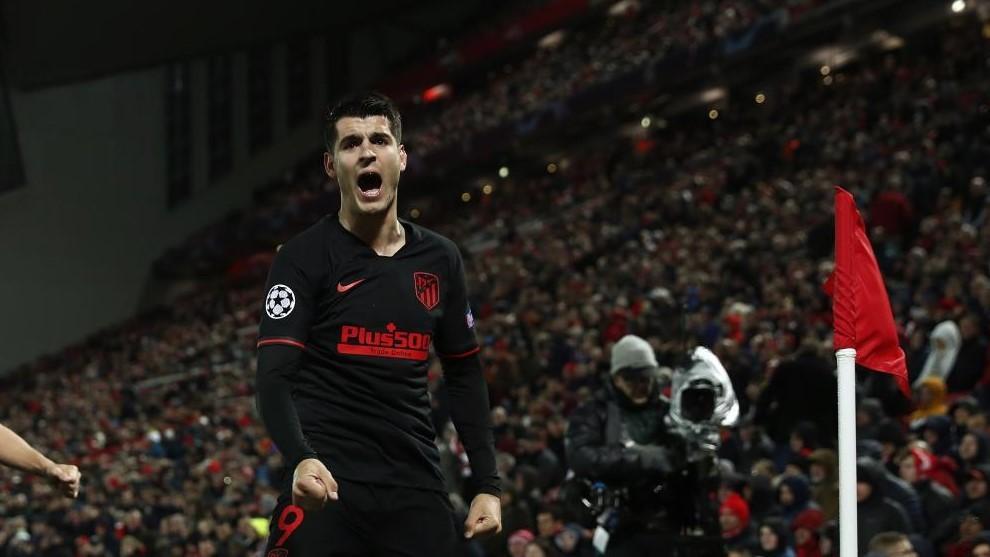 Morata celebra su gol en Anfield