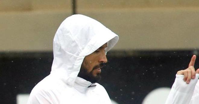 El comunicado de la renovación de Garay lleva guardado meses en la bandeja del borrador