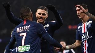 Icardi celebra un gol junto a Mbappé y Di María.