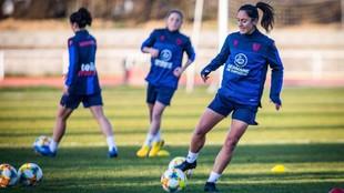 Laura Gutiérrez durante un entrenamiento con el Levante.