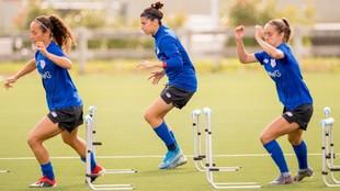 Jugadoras del Athletic Club realizando un entrenamiento en Lezama.
