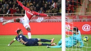 Keita Baldé dispara a puerta contra el PSG.