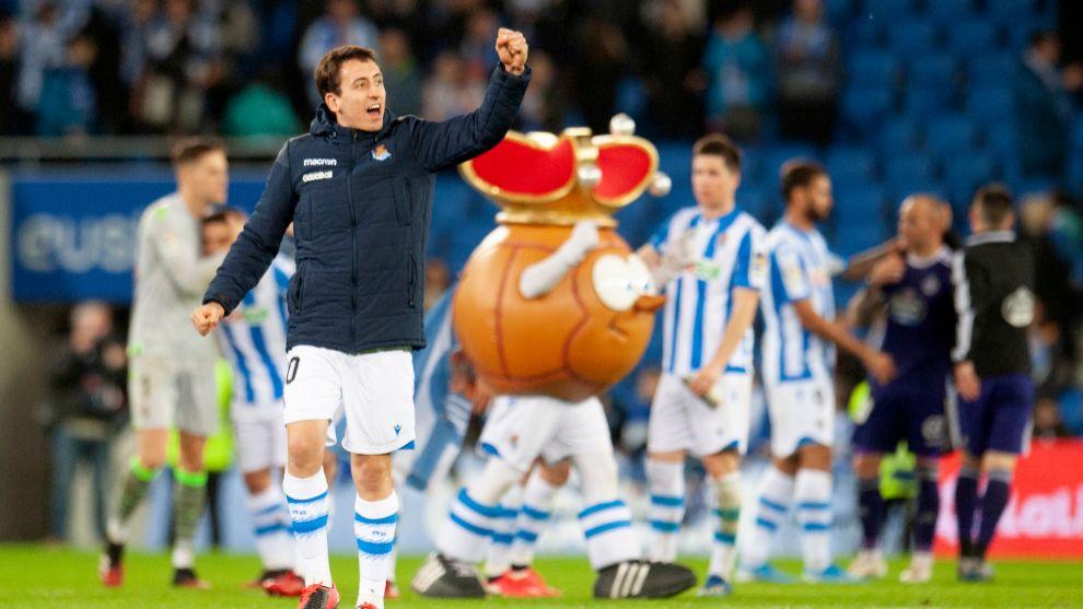 Oyarzabal celebra el triunfo ante el Valladolid, en el último partido...