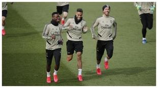 Vinícius, Mariano y Ramos, durante un entrenamiento.