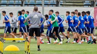 Victor Fernández dirigiendo este lunes el primer entrenamiento de...